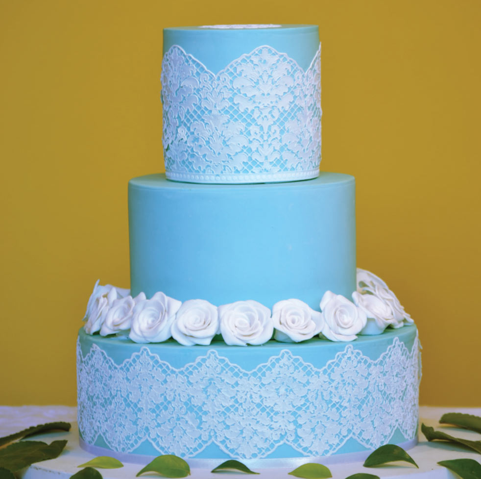 Teale-3-tier-with-fondant-f.jpg